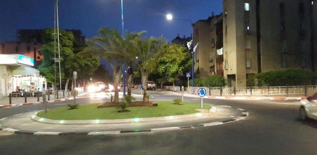 - עיריית יבנה – הקמת מעגלי תנועה, כיכרות, קרצוף ורבוד